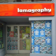 Photo taken at Lomography Gallery Store by Jorge Luis M. on 9/30/2013