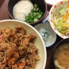 Photo taken at すき家 品川東店 by Akitaro S. on 10/20/2014