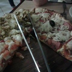 Photo taken at Formaggio Pizzaria by Aline S. on 9/24/2012