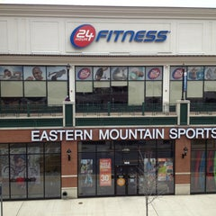 Photo taken at 24 Hour Fitness by Moses C. on 4/2/2014