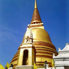 Photo taken at วัดบวรนิเวศวิหารฯ (Wat Bowon Niwet) by PorPla T. on 12/31/2012