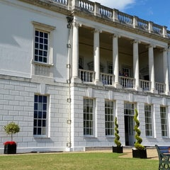 Photo taken at Queen's House by かわたく on 8/10/2014