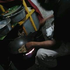 Photo taken at Nasi goreng Pak Petruk by Niken S. on 10/12/2012