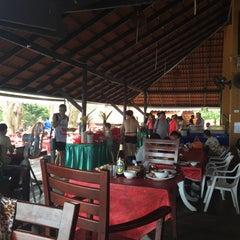 Photo taken at Phi Phi Natural Resort by Дэвид Р. on 1/5/2015