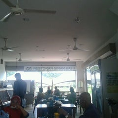 Photo taken at Restoran Sinar Bayu by Azfaar S. on 2/1/2013