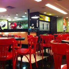 Photo taken at Eddie Fine Burgers by Ricardo F. on 11/7/2012