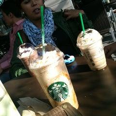 Photo taken at Starbucks by Viry L. on 12/14/2012