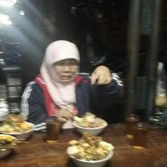 Photo taken at Bubur ayam Jl. Kwini (depan atrium senen) by Anne A. on 2/3/2014