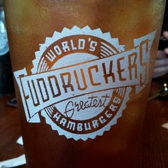 Photo taken at Fuddruckers by Magdalena T. on 5/23/2013