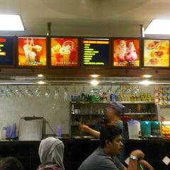 Photo taken at Nasi Kandar Makbul by Dean A. on 11/2/2012