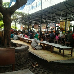 Photo taken at Foodcourt UGM by Fitri A. on 2/20/2013