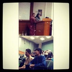 Photo taken at Kompleks Dewan Kuliah Fakulti Sains by Syed Mohammad Daniel on 9/28/2012