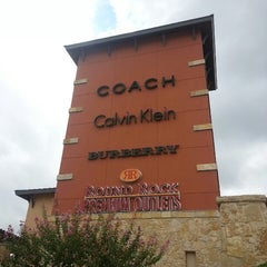 Photo taken at Round Rock Premium Outlets by Gaby G. on 8/26/2013