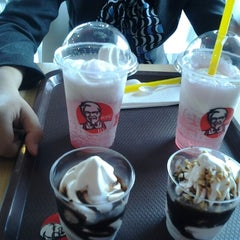 Photo taken at KFC by Tityn F. on 2/21/2013