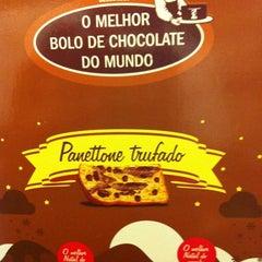 Photo taken at O Melhor Bolo de Chocolate do Mundo by Ale P. on 12/21/2012