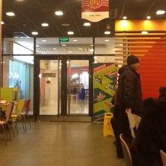Photo taken at McDonald's by Дмитрий А. on 12/4/2012