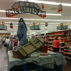 Photo taken at Kroger by Supote M. on 10/31/2014