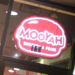 Photo taken at MOOYAH Burgers, Fries & Shakes by Rich L. on 12/27/2012
