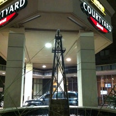 Photo taken at Courtyard Houston Downtown /Convention Center by Victor L. on 12/6/2012