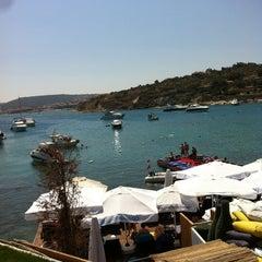 Photo taken at KafePi Beach Club by Erkan Ö. on 8/25/2013