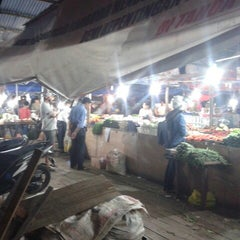 Photo taken at Pasar Flamboyan by Marvely N. on 5/15/2013