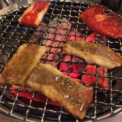 Photo taken at Iroha Yakiniku (อิโรฮะ) 焼肉 いろは by Opal N. on 2/14/2015