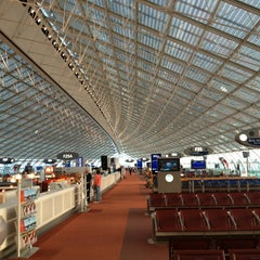 Photo taken at Aéroport Paris-Charles de Gaulle (CDG) by Toru H. on 9/21/2013