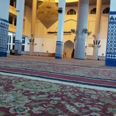 Photo taken at Masjid Sultan Ismail by KhaiHaruN on 10/7/2012