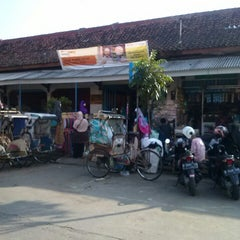 Photo taken at Pasar Atas Cimahi by rangga m. on 8/4/2013