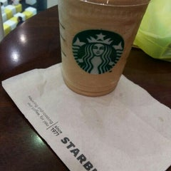 Photo taken at Starbucks (สตาร์บัคส์) by songyongra N. on 9/24/2015