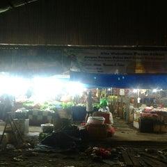 Photo taken at Pasar Flamboyan by Tuan C. on 7/16/2013