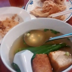 Photo taken at Restoran 3A Yong Tau Foo & Cheong Fun by Abe V. on 4/14/2015