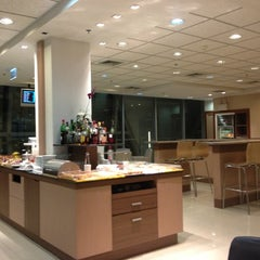 Photo taken at Sky Team Alliance - Skylounge by Francis on 11/8/2012