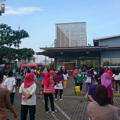 Photo taken at Giant Hypermarket by Riza V. on 4/18/2015