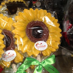 Photo taken at Jacques Torres Chocolate by Luciana on 3/8/2013