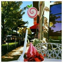 Photo taken at Pinkberry by Wendy D. on 10/20/2012
