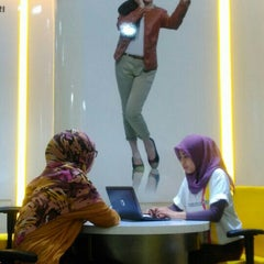 Photo taken at Galeri Indosat by anthoni.morris on 5/31/2015