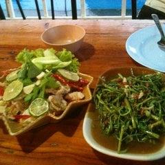 Photo taken at ร้านอาหารปั้นหยา by NATTAPORN J. on 10/28/2012