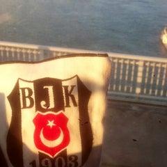 Foto tirada no(a) Burhaniye Mahallesi Metrobüs Durağı por Murat C. S. em 3/19/2015