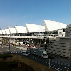 Photo taken at パシフィコ横浜 (PACIFICO YOKOHAMA) by komok h. on 2/3/2013