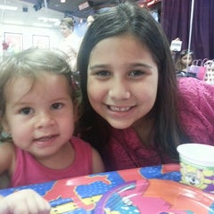 Photo taken at Chuck E. Cheese's by Ana V. on 5/19/2013