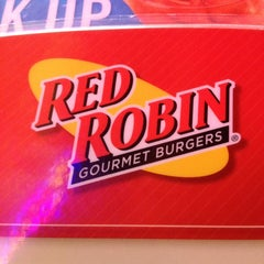 Photo taken at Red Robin Gourmet Burgers by Aviathrym on 8/14/2012