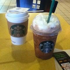 Photo taken at Starbucks by じんトン on 2/20/2012