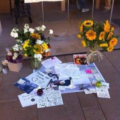 Photo taken at Apple Store, Corte Madera by Peggy B. on 10/13/2011