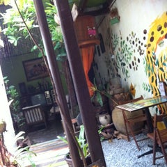 Photo taken at Calanthe Art Cafe by Angeline L. on 8/22/2011