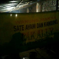 Photo taken at Warung Sate Ayam Cak Ally by Khairul A. on 12/1/2011