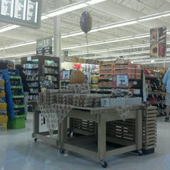 Photo taken at Giant Food by John Mark S. on 10/6/2011