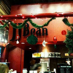 Photo taken at JJ Bean by M X. on 12/22/2011