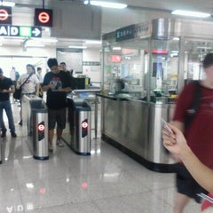 Photo taken at 科苑地铁站 Keyuan Metro Sta. by Michael M. on 9/4/2011