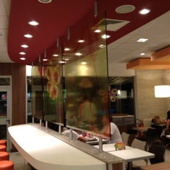 Photo taken at McDonald's by Gustavo G. on 2/20/2012